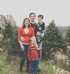 Marshall family tree farm holiday mini session